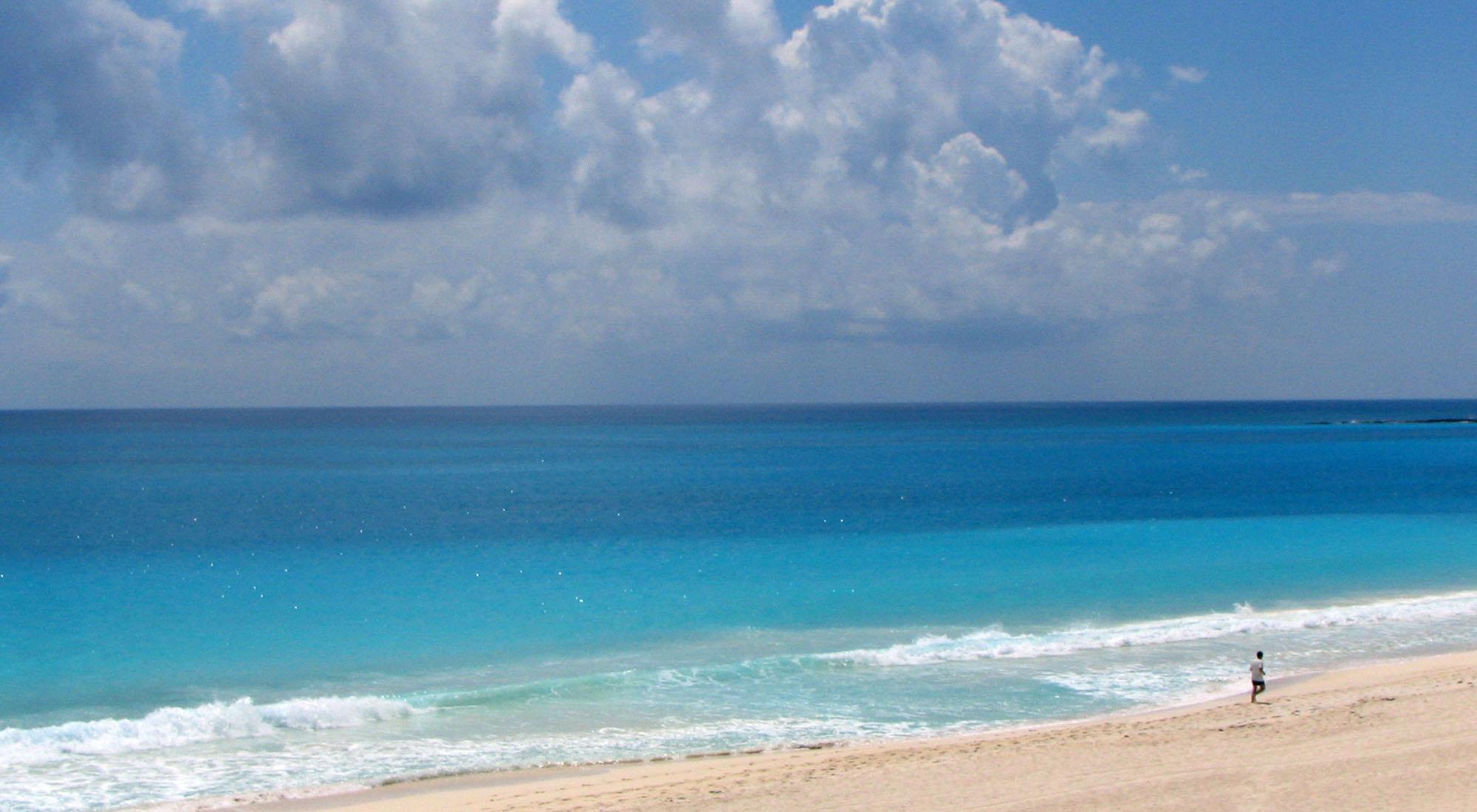 cancun beach open