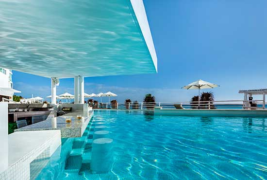 Oleo Cancun Playa® Pool Swim Up Bar