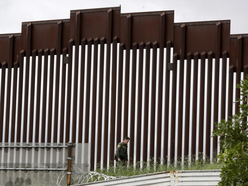 border guard by fense